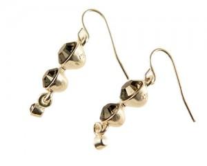 Find billige øreringe på denne lækre side, fx disse PILGRIM øreringe!